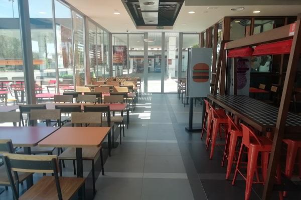mesas interior Burger King Manzanares